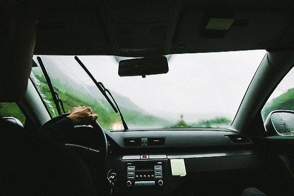 Эксперт рассказала о повышении цен на такси в снегопад