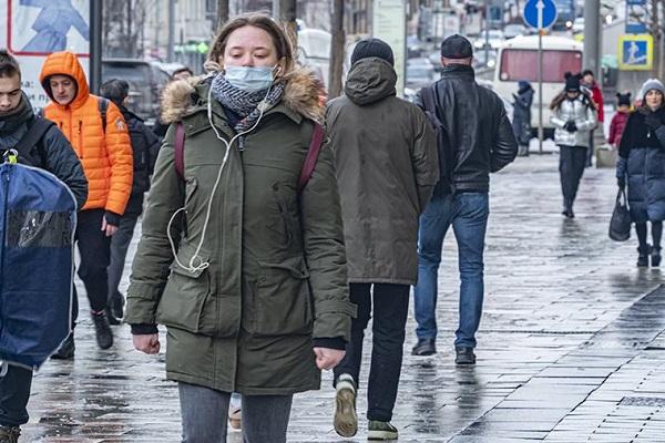 Глава Минздрава заявил об отступлении коронавируса в России