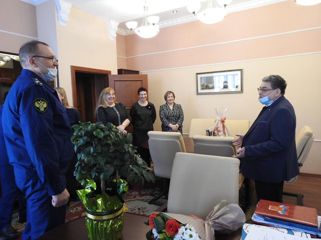 Коллектив прокуратуры Тамбовской области поздравил с юбилеем Евгения Таможника