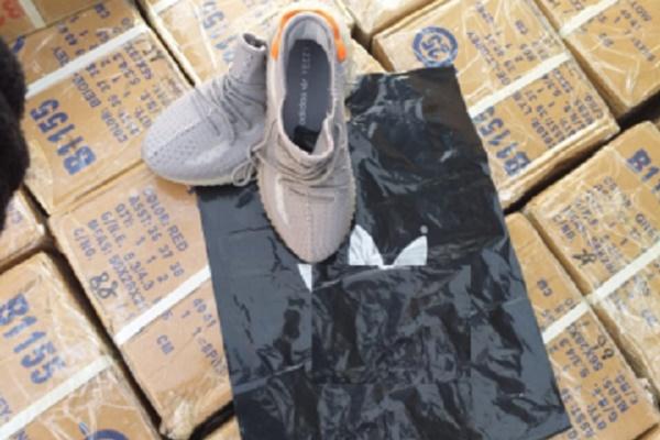 Моршанские полицейские задержали грузовик с контрафактной обувью