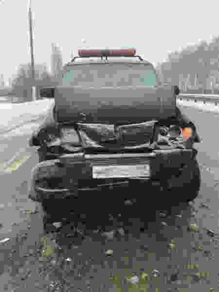 На подъезде к Тамбову автомобиль дорожной службы протаранил иномарку