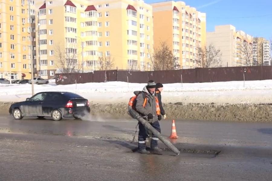 На севере Тамбова приступили к ямочному ремонту дорог