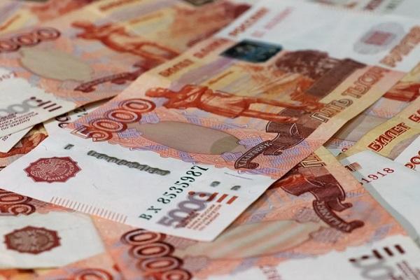 Правительство увеличит резерв средств на зарплаты медикам в регионах