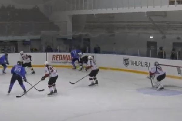 """Самарские хоккеисты одержали победу над тамбовскими """"волками"""""""