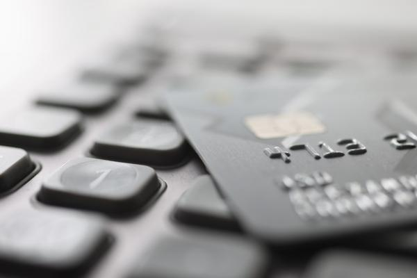 Тамбовчанка украла с банковской карты знакомой более 7 тысяч рублей
