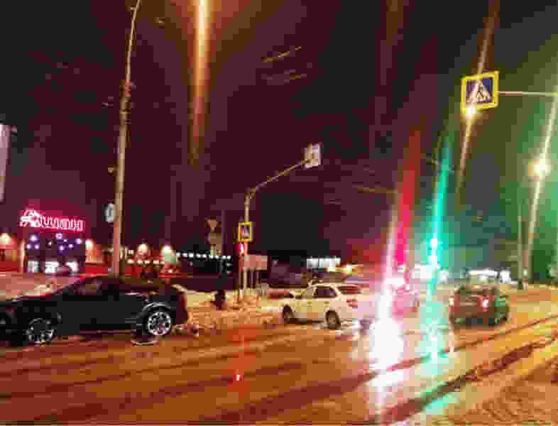В Тамбове напротив «Ашана» столкнулись три автомобиля