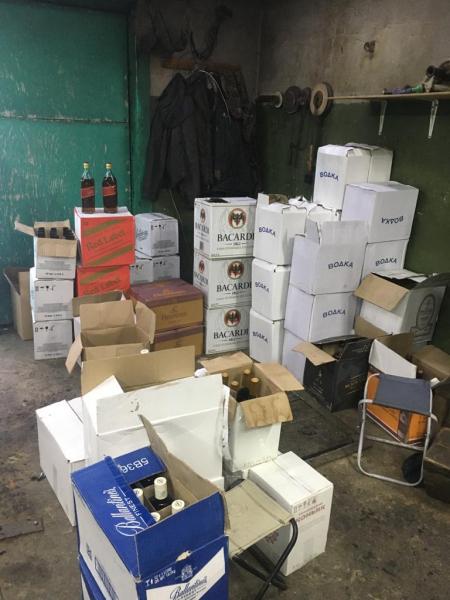 В Тамбове полицейские изъяли из гаража более 400 бутылок контрафактного алкоголя
