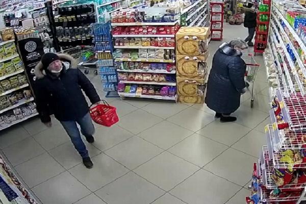 В Тамбове разыскивают мужчину, воровавшего алкоголь в супермаркете