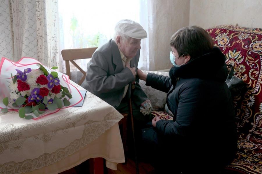 В Тамбове ветерана Великой Отечественной войны поздравили со 100-летием
