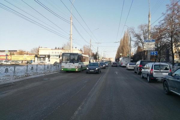 В Тамбове женщина попала в больницу после падения в автобусе