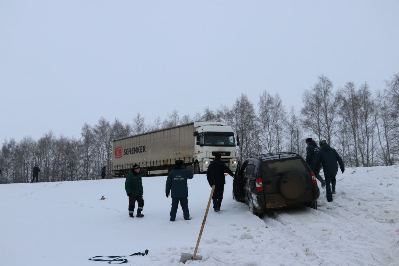 В Тамбовской области машина вылетела с трассы