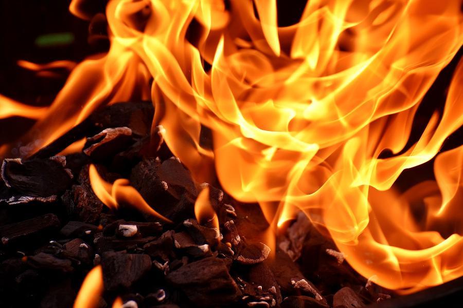 В Тамбовской области ночью сгорел банный комплекс