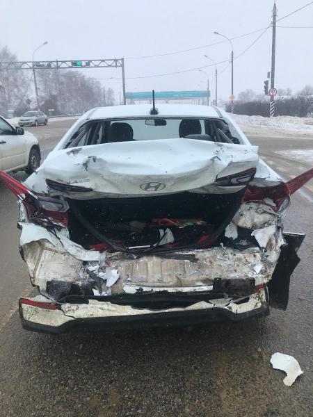 В Тамбовском районе автомобиль дорожной службы протаранил иномарку