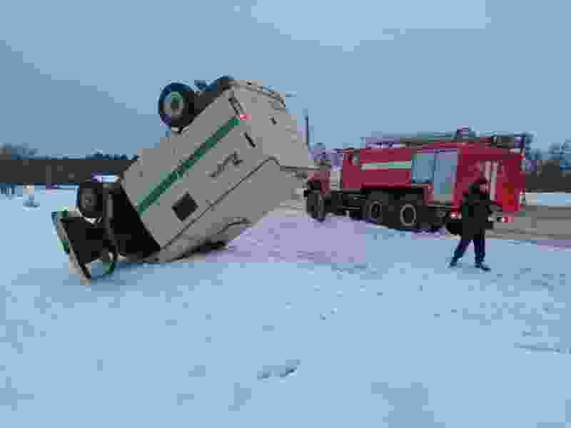 Возле МНТК перевернулся инкассаторский броневик