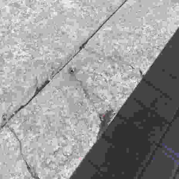 Из-за скейт-стопперов разрушаются парапеты в сквере у Зои Космодемьянской