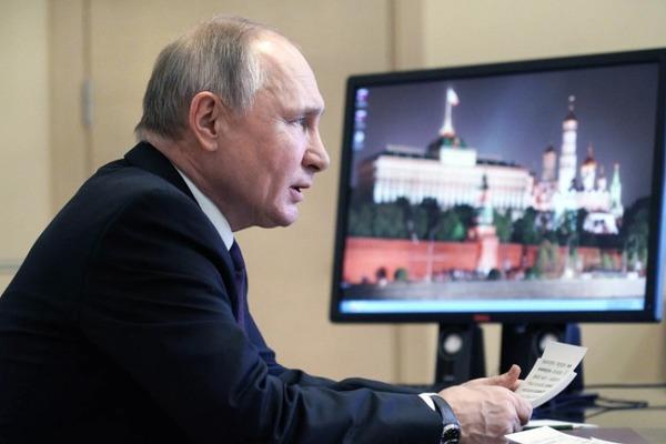 """Президент призвал российский бизнес направлять ресурсы """"в дом"""""""