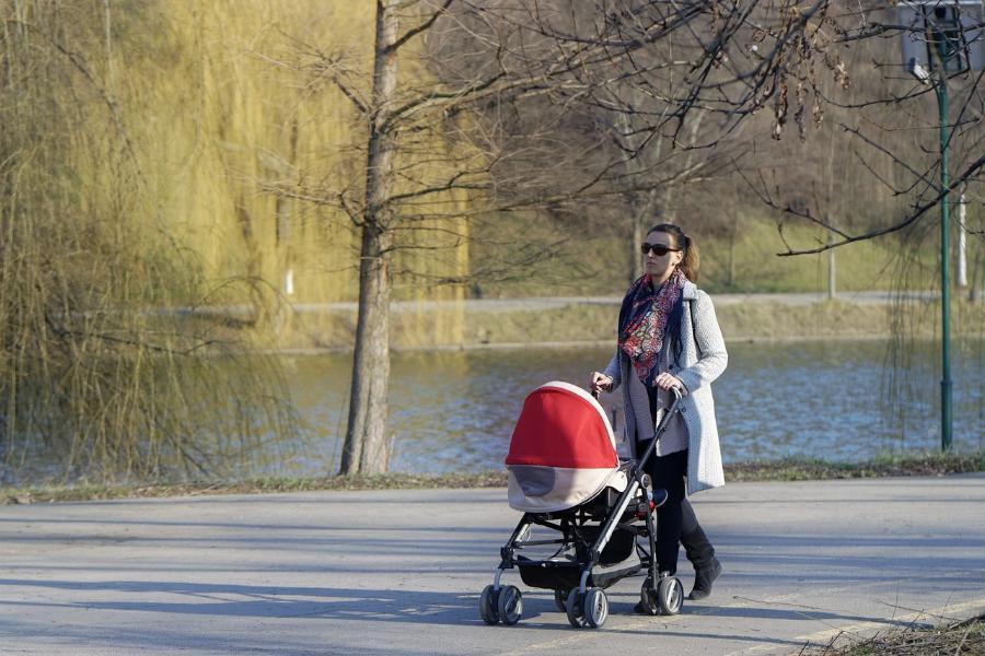 Россияне назвали благоприятный возраст для рождения первого ребенка