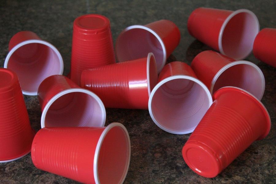 Стало известно, сколько россиян готово отказаться от пластиковой посуды