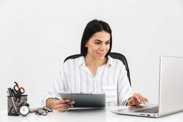 Учителям предложили повышать зарплату за онлайн-уроки
