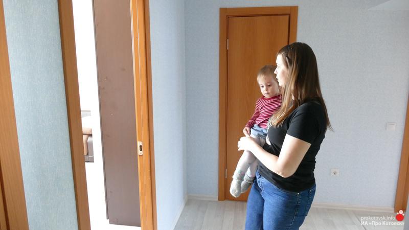 В Котовске переселенцы из аварийного дома начали знакомиться с новым жильем