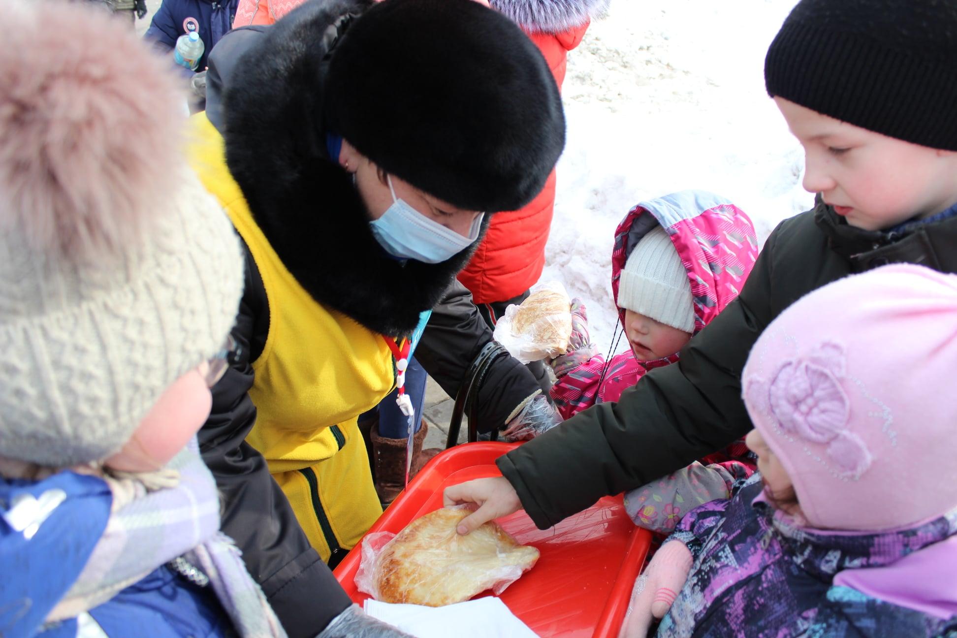 В Тамбове жителей Лётки накормили блинами и пообещали реконструировать сквер