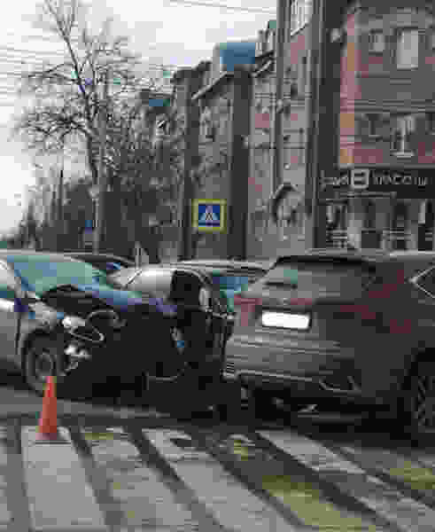 В тройном ДТП в центре Тамбова пострадала девушка