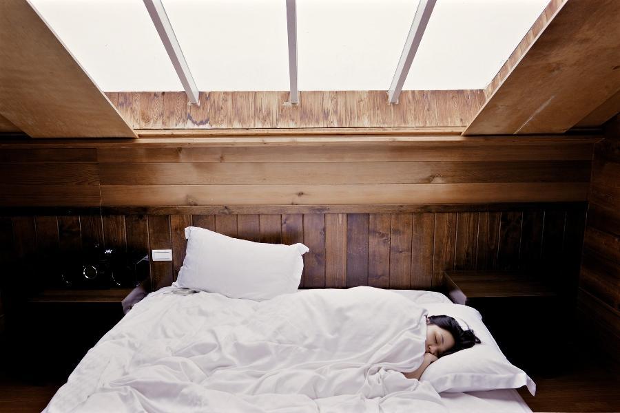 Врач назвал норму суточного сна
