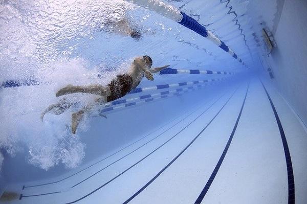 Врач предупредила о вреде плавания при остеопорозе