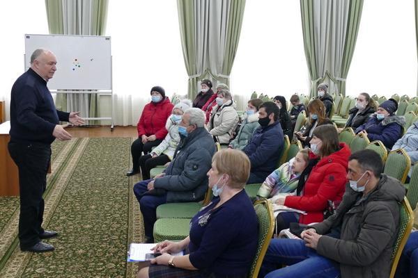 Жители аварийного дома попросили главу Котовска не торопить их с переселением