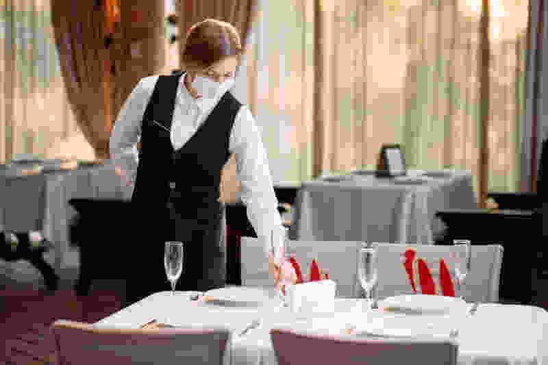 Бизнес на грани банкротства: Роспотребнадзор не разрешает кафе работать ночью