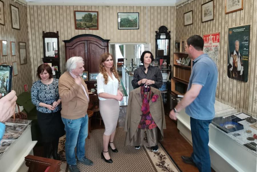 Будущий музей Владимира Зельдина в Мичуринске пополнился муляжом миндального торта