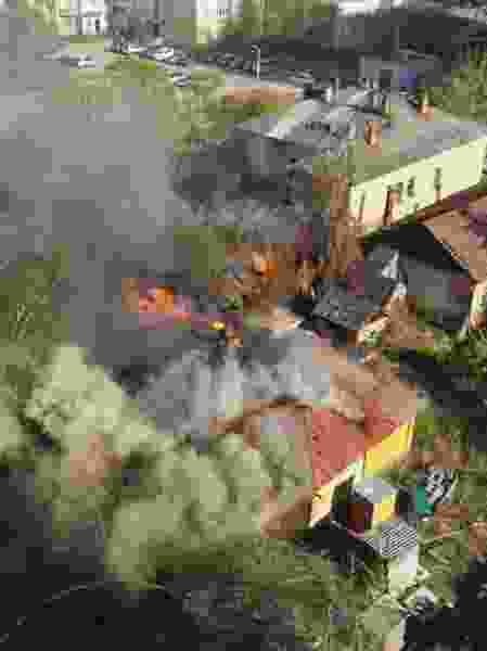 Четыре пожарных машины съехались на пожар в центре Тамбова