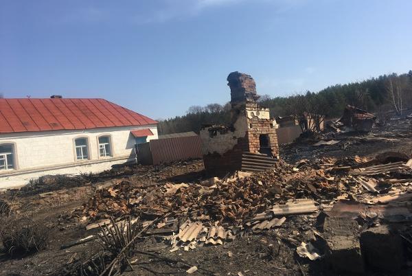 Четыре семьи погорельцев из Сосновского района получили по 80 тысяч рублей