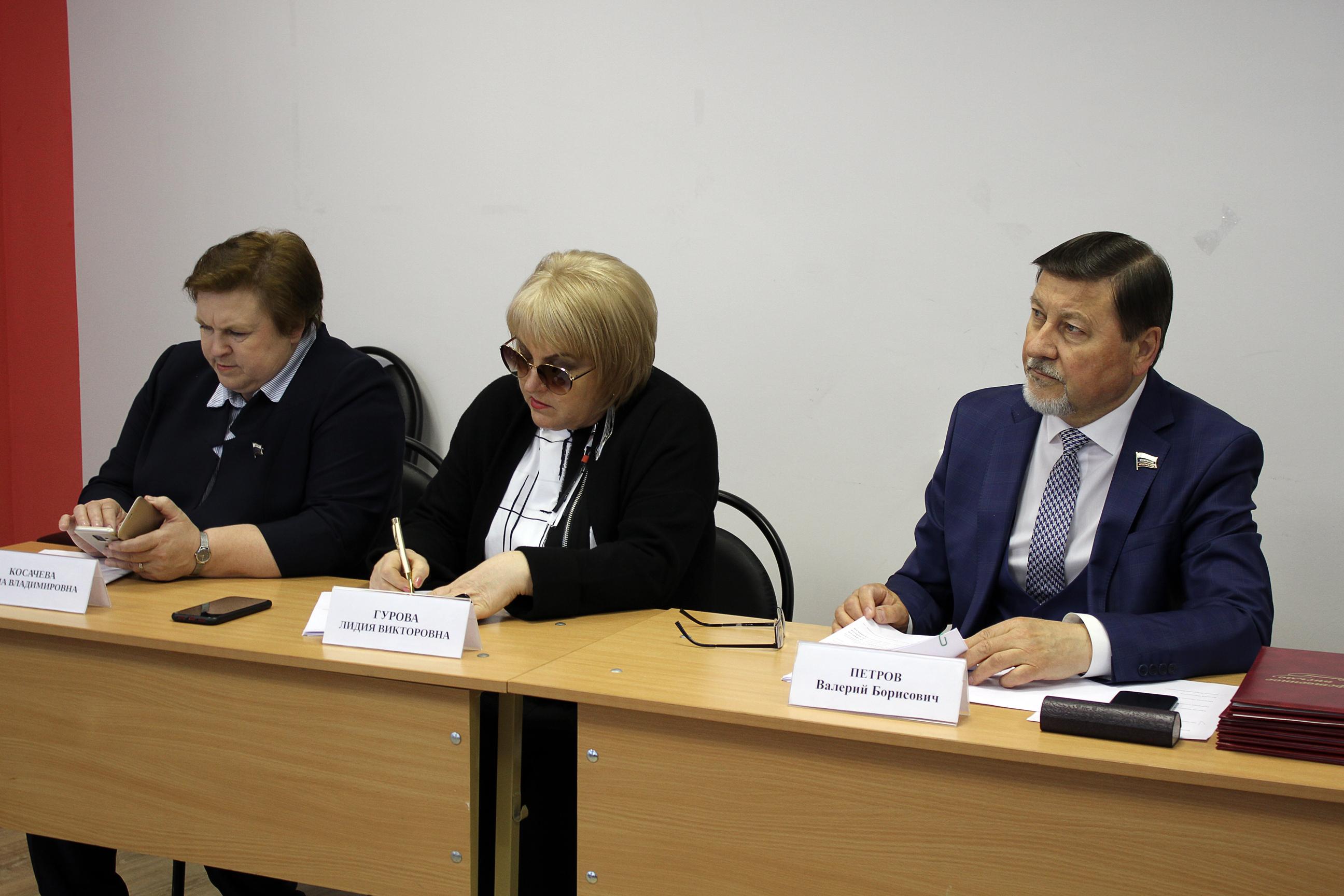 Депутаты облдумы провели выездное заседание в посёлке Георгиевский