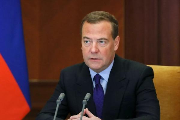 Дмитрий Медведев счёл возможным ввести четырехдневную рабочую неделю
