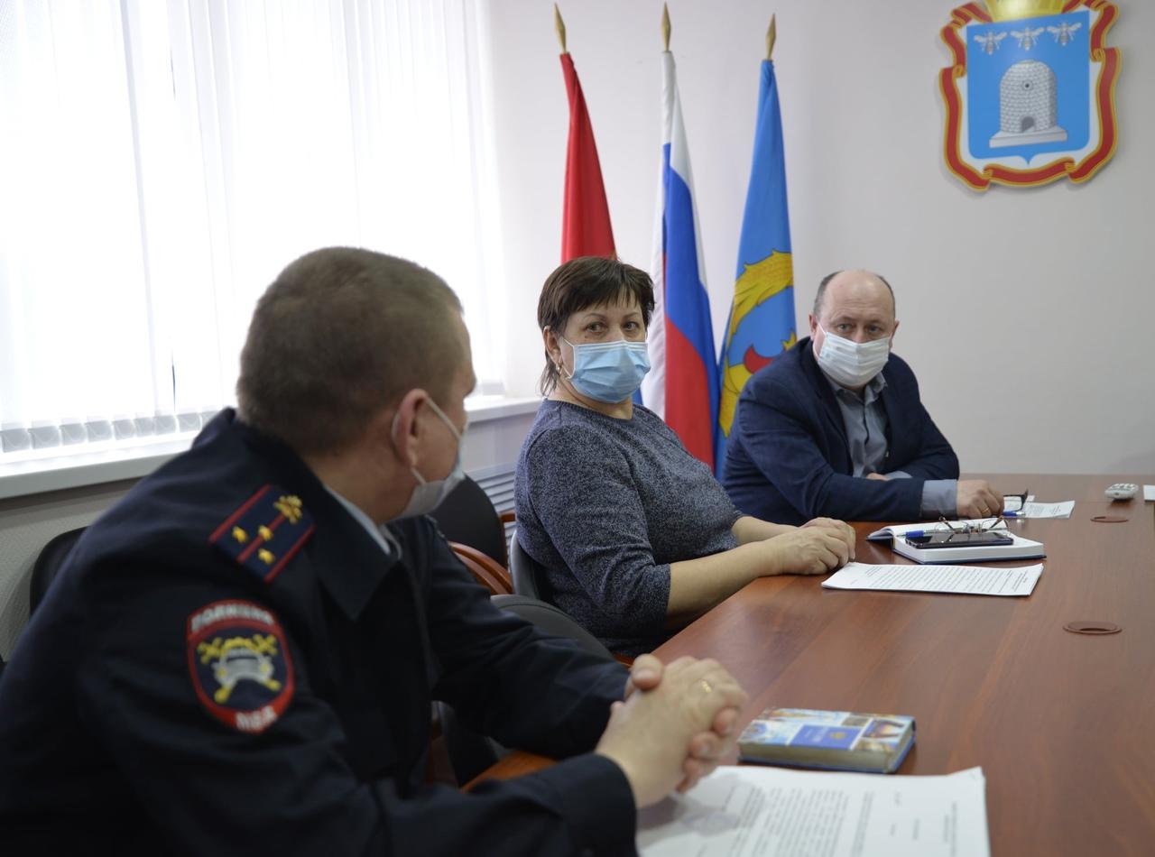 Глава Рассказовского района провёл заседание комиссии по безопасности дорожного движения
