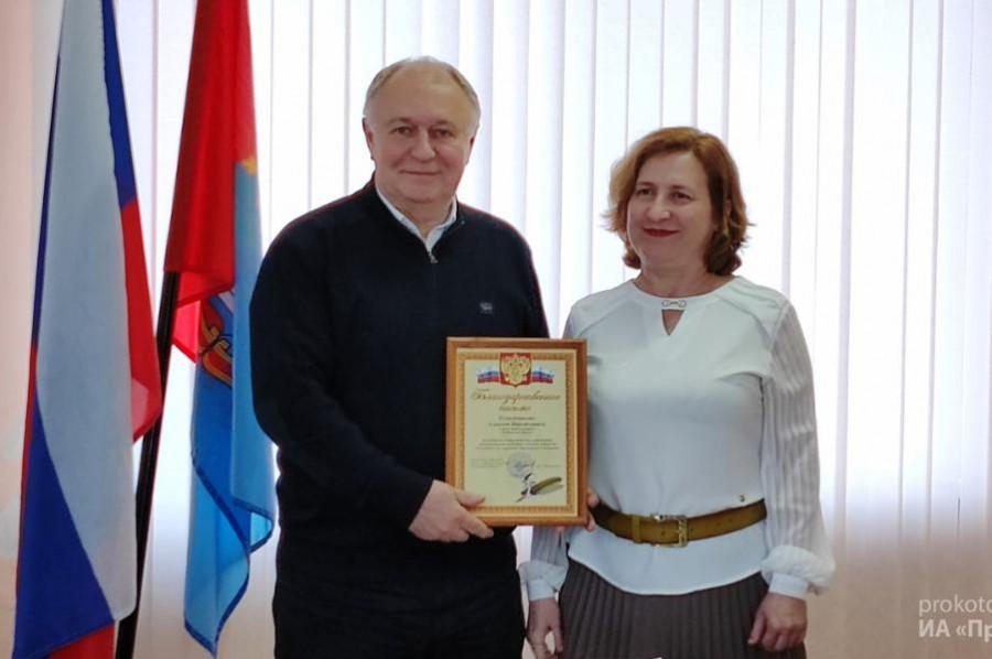 Главе Котовска вручили благодарность за сотрудничество в сфере трудоустройства