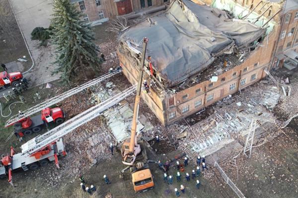 Появилось видео ликвидации последствий обрушения здания на ТЭЦ