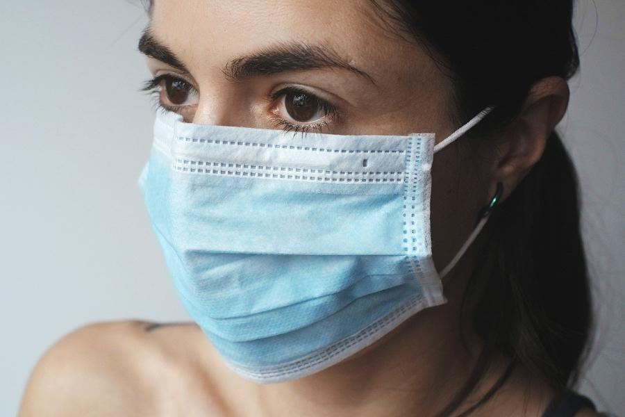 Россиянам предложили носить маски на постоянной основе