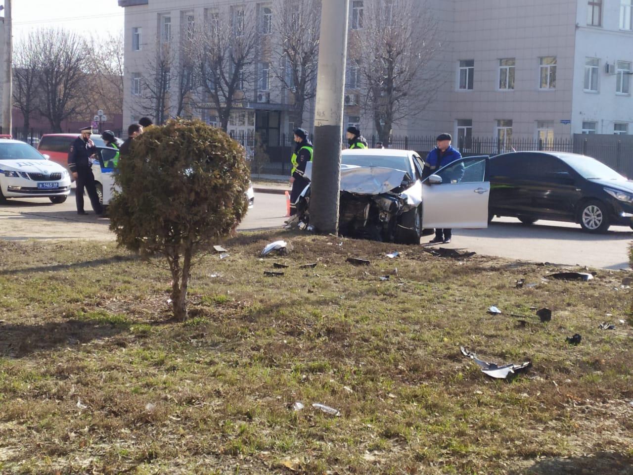 В аварии на Моршанском шоссе водитель иномарки получил перелом ноги