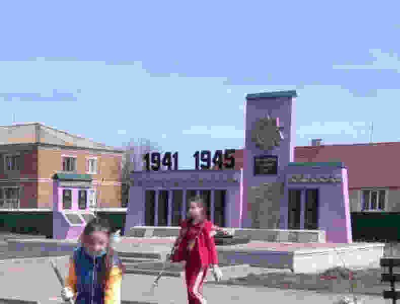 В Инжавинском районе памятник погибшим воинам сделали гламурным