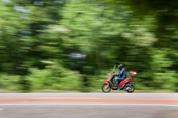 В Мучкапском районе подросток угнал мопед и обокрал пенсионерку