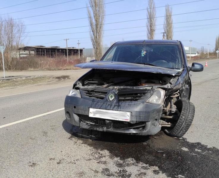 В Первомайском районе автомобиль отлетел в столб после столкновения
