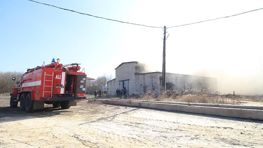 В промзоне Мичуринска загорелись технические помещения