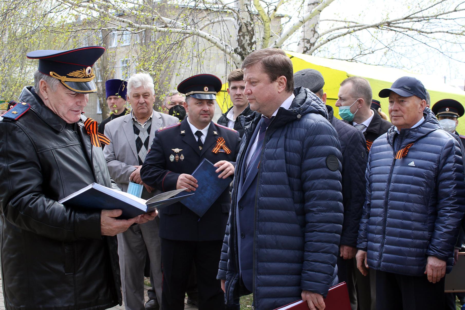 В Сатинке открыли пять памятников-бюстов