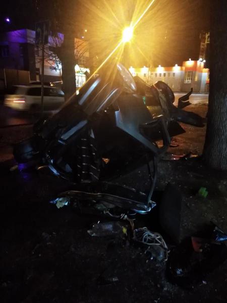 В Тамбове молодой водитель въехал в стоящий автомобиль