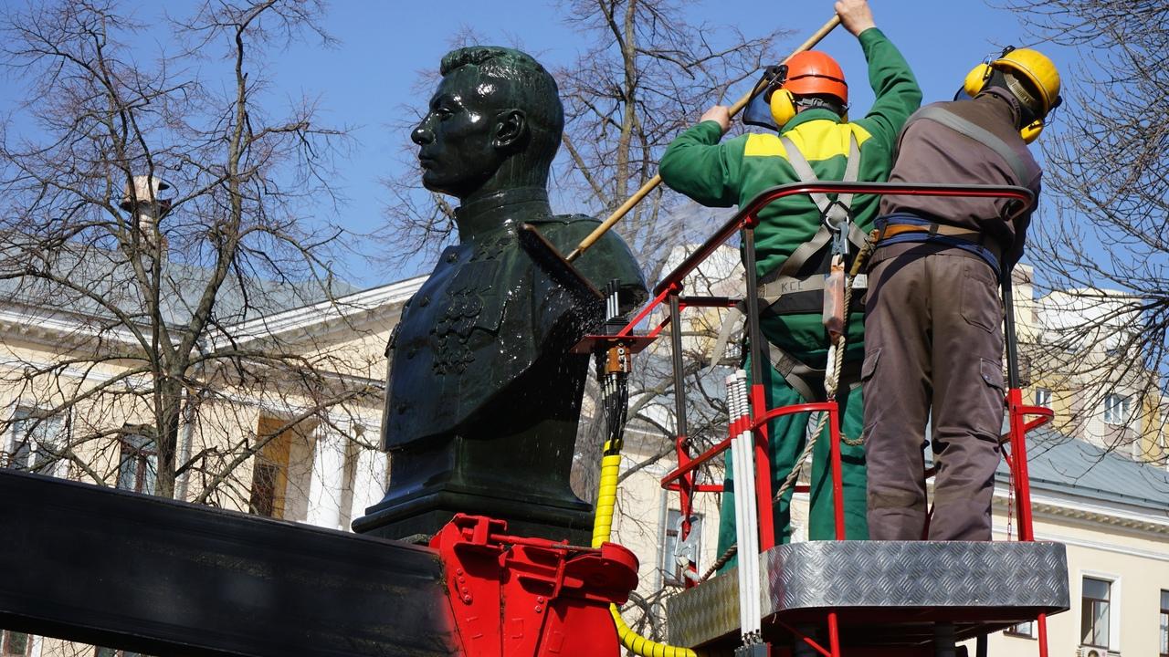 В Тамбове начали приводить в порядок памятники и мемориальные доски