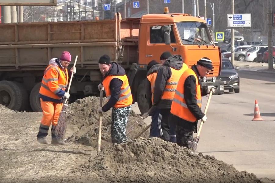 В Тамбове продолжается уборка дорог после зимы