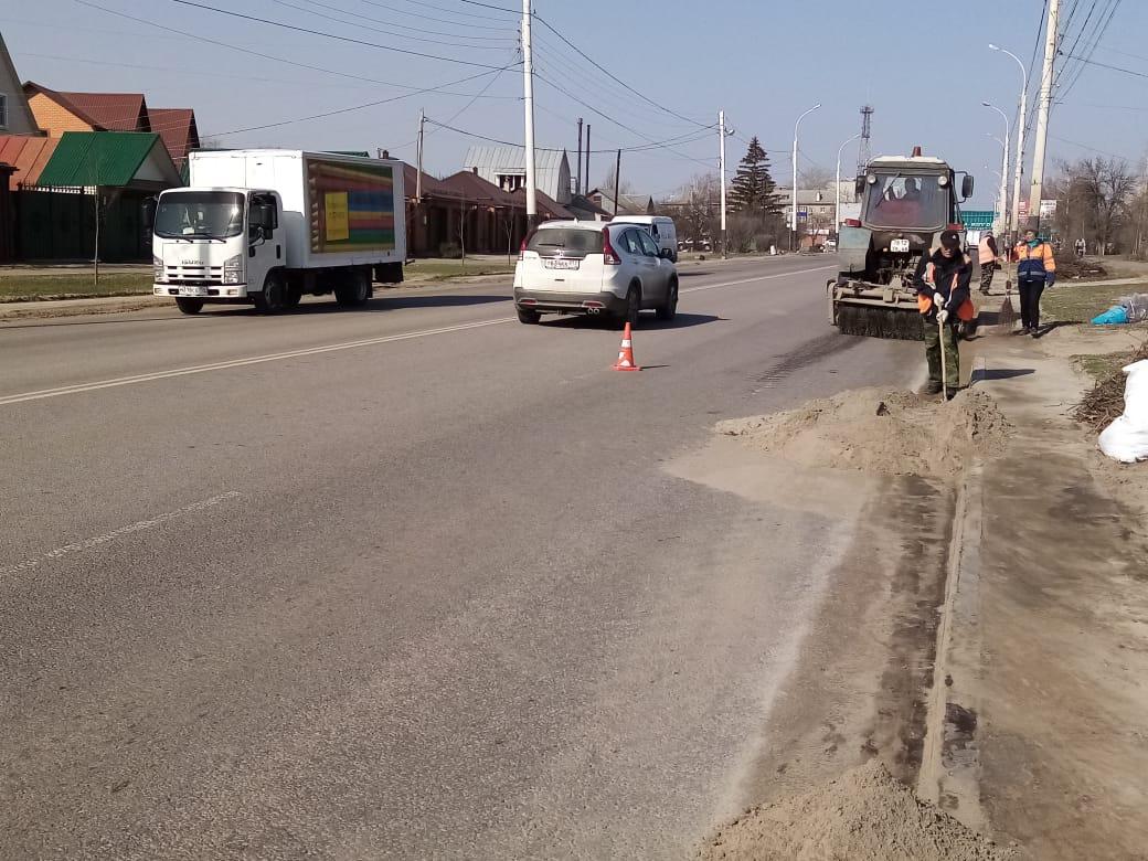 В Тамбове убирают и вывозят мусор с городских улиц