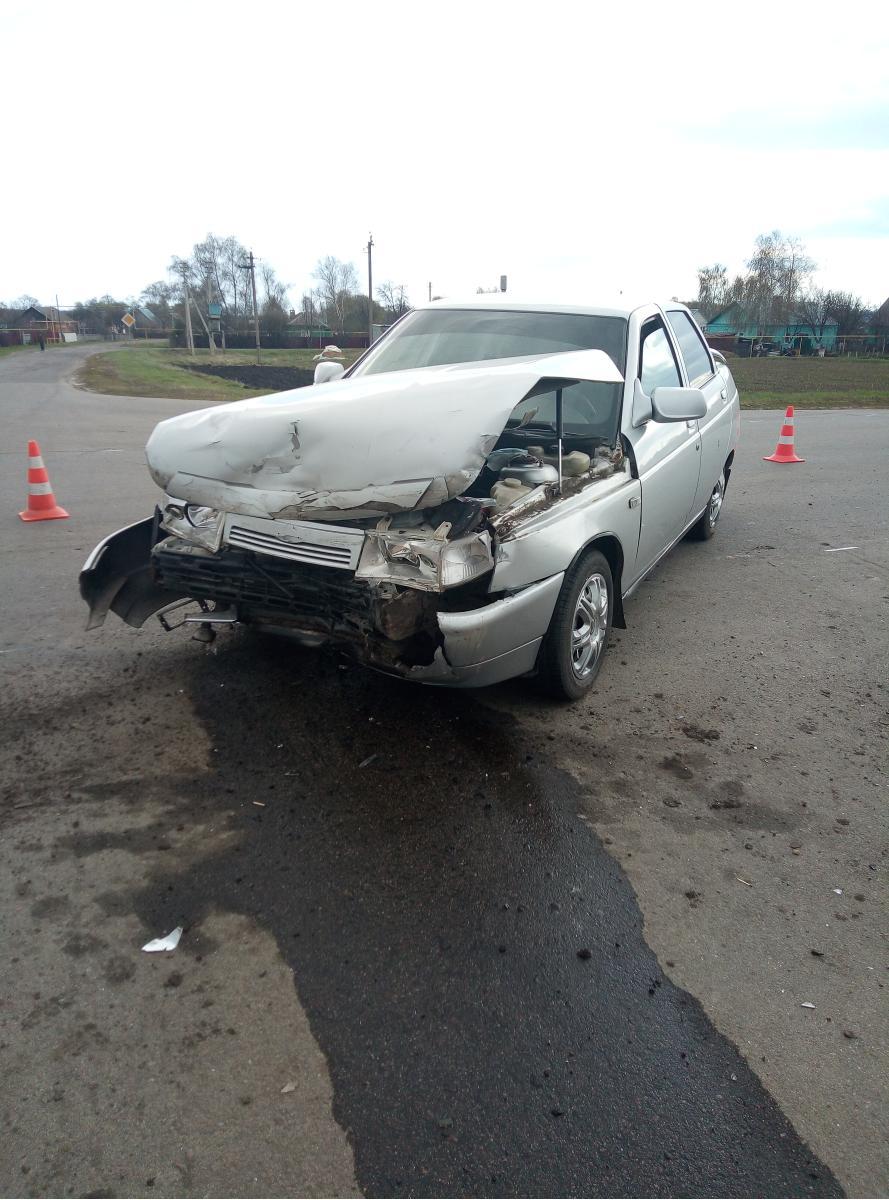 В Тамбовской области две легковушки не поделили перекрёсток: есть пострадавший
